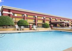 Baymont by Wyndham Fort Smith - Fort Smith - Piscina
