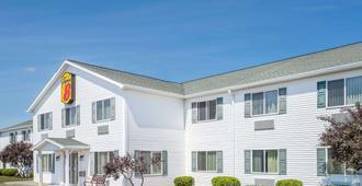 Super 8 by Wyndham Canandaigua - Canandaigua - Gebäude
