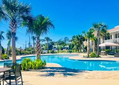 Seafarer Inn and Suites Ascend Hotel Collection - Jekyll Island - Piscina