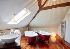 Oddfellows - Chester - Bathroom