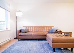 Downtown Whitehorse Condo - Whitehorse - Living room