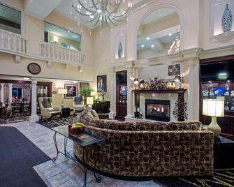 Holiday Inn Express & Suites Youngstown N (Warren/Niles), An IHG Hotel - Warren - Lobby