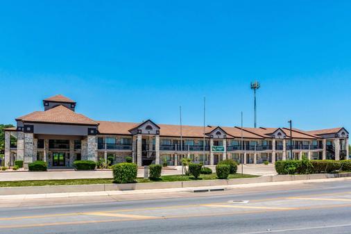 Quality Inn I-10 East Near Att Center - San Antonio - Toà nhà