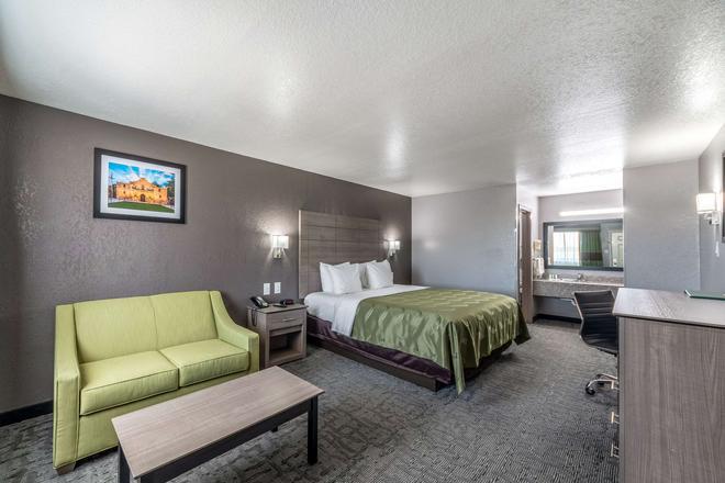 Quality Inn I-10 East Near Att Center - San Antonio - Makuuhuone