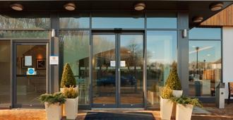 Holiday Inn Express Cambridge-Duxford M11, Jct.10 - Cambridge - Edificio