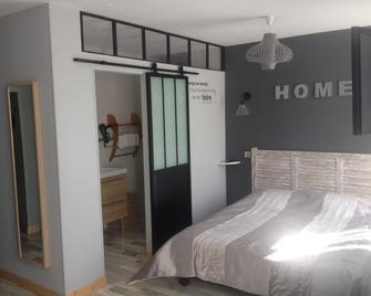 Hôtel Le P'Tit Monde - Montignac - Schlafzimmer