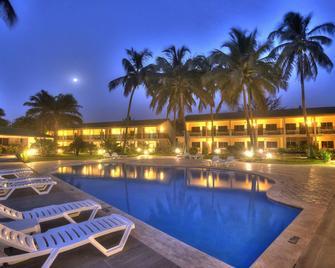 Sunset Beach Hotel - Serrekunda - Piscina