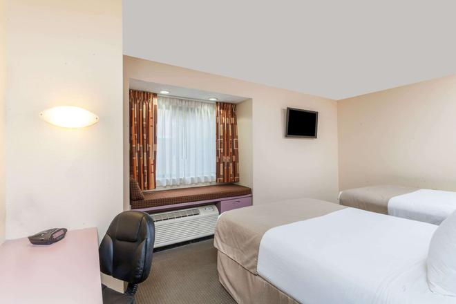 Microtel Inn & Suites by Wyndham Knoxville - Νόξβιλ - Κρεβατοκάμαρα
