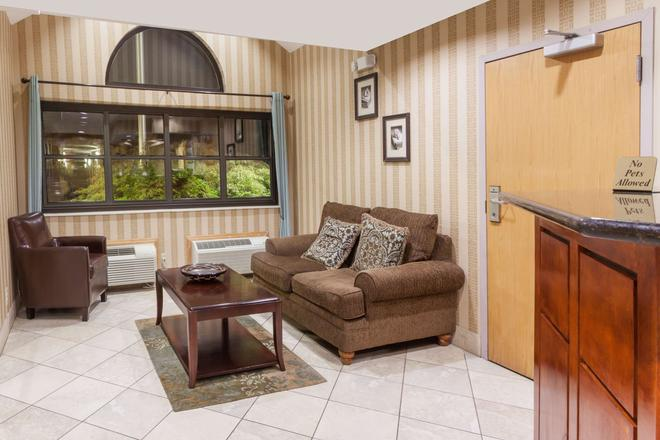 Microtel Inn & Suites by Wyndham Knoxville - Νόξβιλ - Σαλόνι