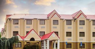 Microtel Inn By Wyndham Knoxville - נוקסוויל