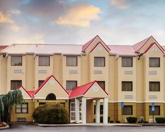 Microtel Inn & Suites by Wyndham Knoxville - Knoxville - Gebouw