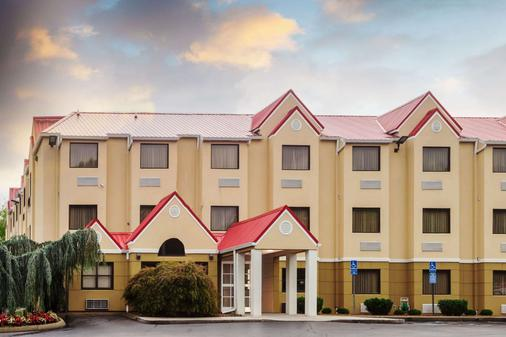 Microtel Inn & Suites by Wyndham Knoxville - Knoxville - Rakennus