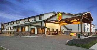 Super 8 by Wyndham Bozeman - Bozeman - Building