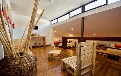 Pepe's House Bed And Breakfast - Cuenca - Living room