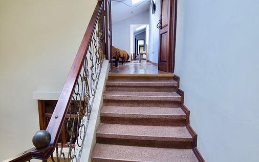 Pepe's House Bed And Breakfast - Cuenca - Stairs