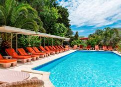 Best Western Plus Montfleuri - Sainte-Maxime - Zwembad