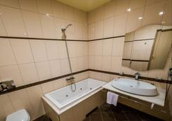 Bulvar Inn Hotel - Baku - Bathroom
