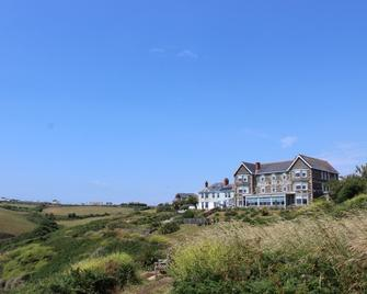 Housel Bay Hotel - Helston - Building