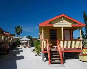 Tropical Paradise Hotel - Caye Caulker - Building