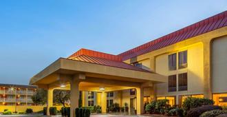 La Quinta Inn & Suites by Wyndham Oakland Airport Coliseum - אוקלנד