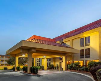 La Quinta Inn & Suites by Wyndham Oakland Airport Coliseum - Oakland - Building