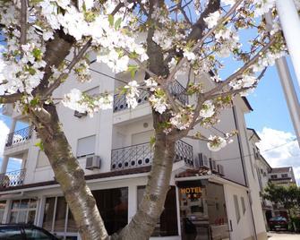 Hotel 4 Estações - Chaves - Gebouw
