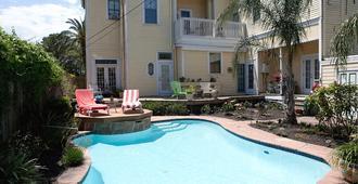 Coastal Dreams Bed and Breakfast - Galveston - Piscina