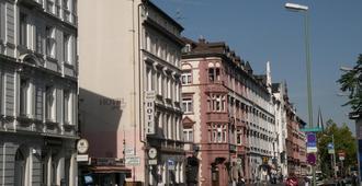 Hotel Garni Djaran - Offenbach am Main - Outdoors view
