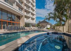 Broadbeach Savannah Hotel & Resort - Broadbeach - Pool