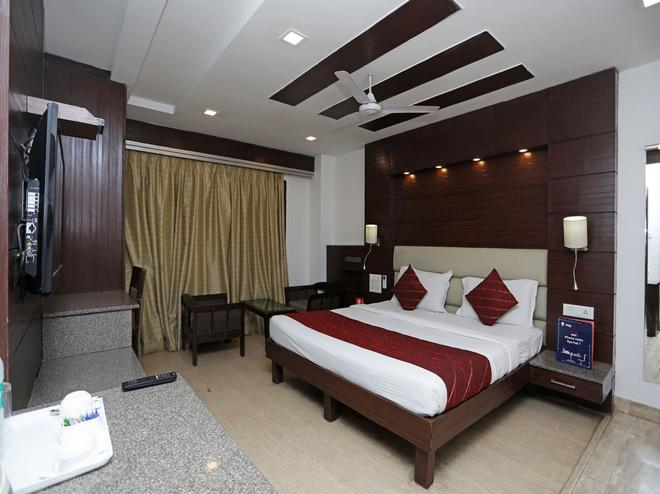 Oyo 12219 Tryfenna - New Delhi - Bedroom