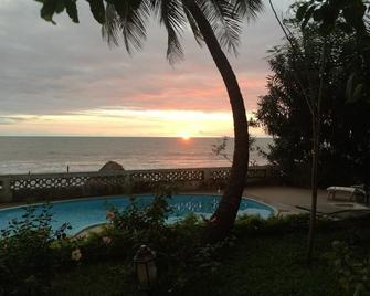 Pension Les Palmiers - Conakry - Pool