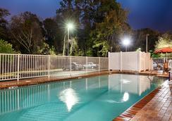 貝斯特韋斯特塞西爾平原套房酒店 - 傑克遜維爾 - 傑克遜維爾 - 游泳池