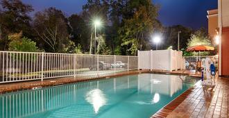 Best Western Plus Cecil Field Inn & Suites - ג'קסונוויל - בריכה