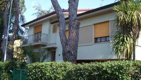 La Casa nei Pini - Viareggio - Building
