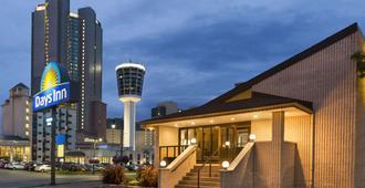 Days Inn by Wyndham Fallsview - Niagara Falls - Edifício