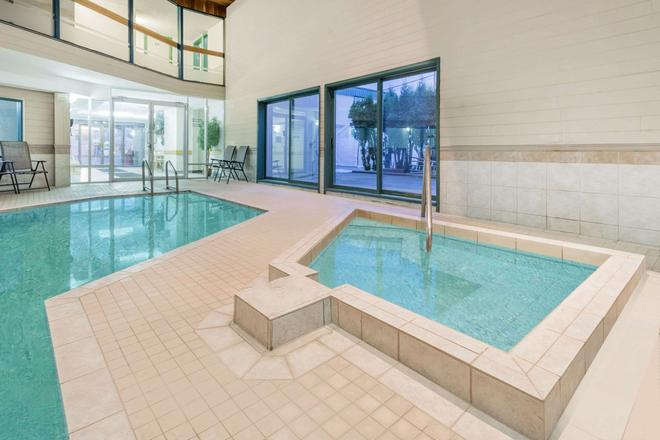 Ramada Limited Quesnel - Quesnel - Pool