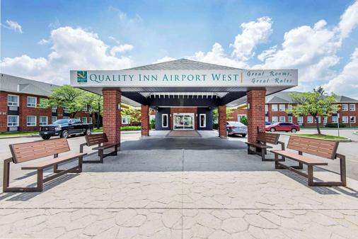 Quality Inn Airport West - Mississauga - Toà nhà