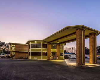 Econo Lodge Whiteville - Whiteville - Building