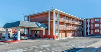 Rodeway Inn Pueblo Co - Pueblo - Rakennus