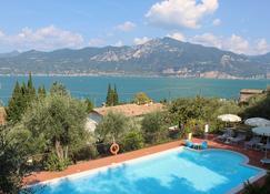Hotel Villa Tiziana - Torri Del Benaco - Uima-allas