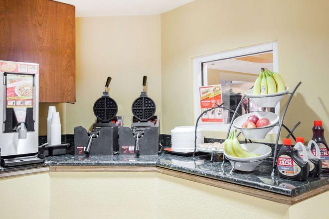 Microtel Inn & Suites by Wyndham Stillwater - Stillwater - Buffet