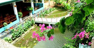 Hungry Lion Resort - Sigiriya - Outdoors view