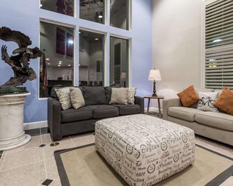 Days Inn by Wyndham Davis Near UC Davis - Davis - Living room