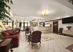 Travelodge by Wyndham New Orleans West Harvey Hotel - Harvey - Lobby