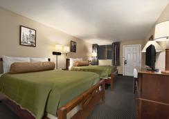 Travelodge by Wyndham New Orleans West Harvey Hotel - Harvey - Schlafzimmer