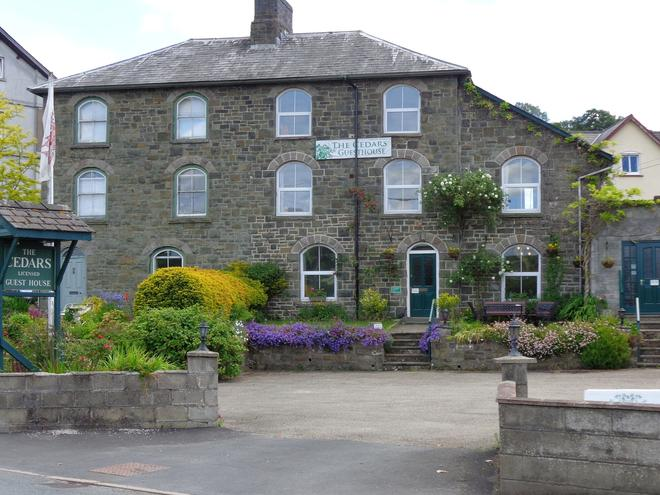 Cedars Guesthouse - Builth Wells - Building