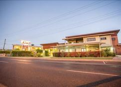 Spinifex Motel & Serviced Apartments - Mount Isa - Building