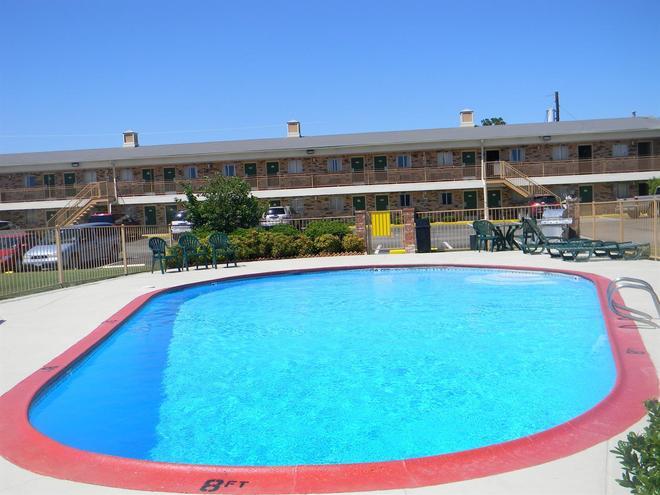 Americas Best Value Inn Stephenville - Stephenville - Pool