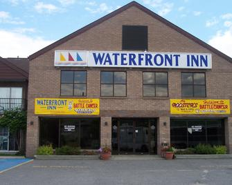 Waterfront Inn - Temiskaming Shores - Building
