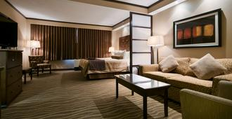Best Western Premier Denham Inn & Suites - Leduc - Bedroom